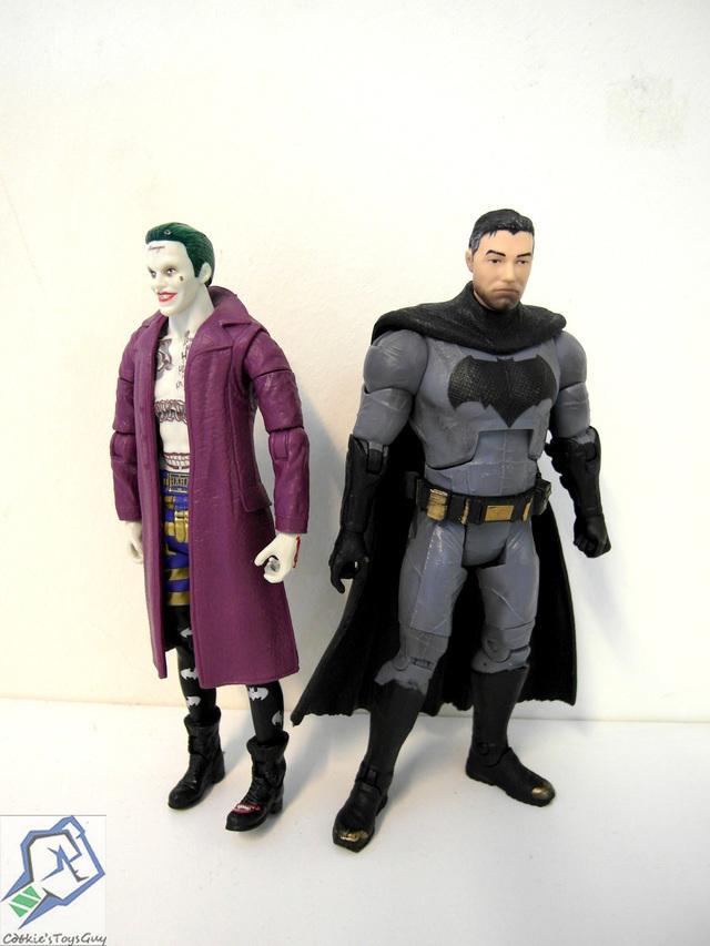 【玩具人。Cookie's Toys Guy。投稿】 Mattel DC Comics Multiverse 6吋 蝙蝠俠可換裝與自殺突擊隊 SDCC 限定小丑