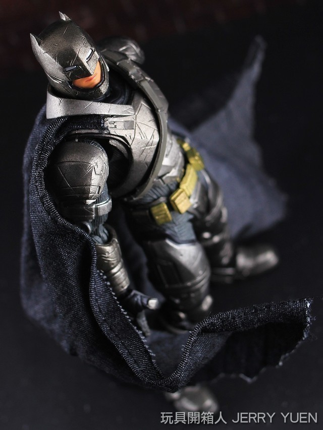 [開箱玩評] MAFEX BVS Armored Batman