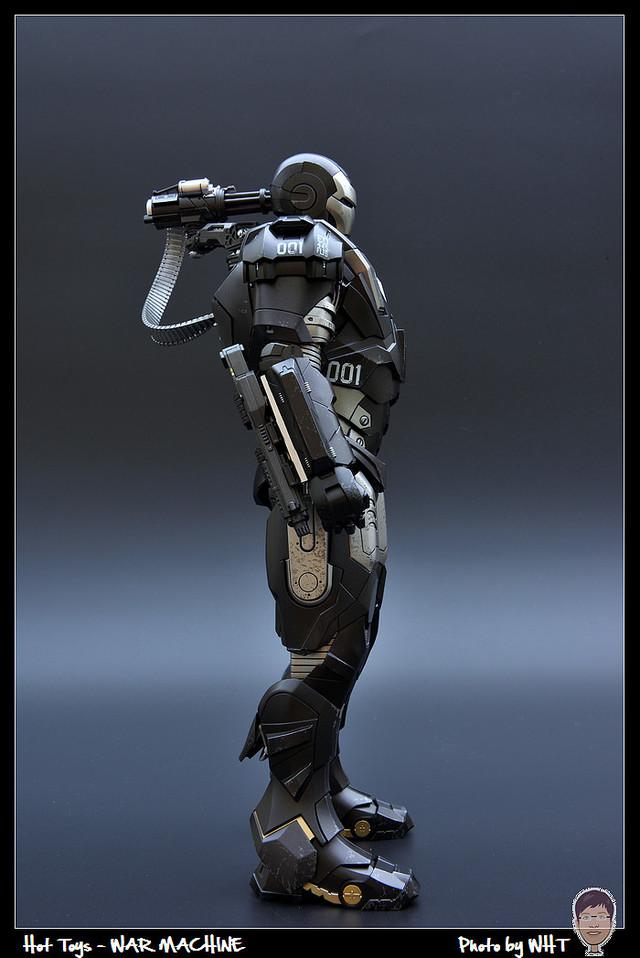 【玩具人。黑色北極熊。投稿】Hot Toys 戰爭機器MK1 合金版 開箱分享
