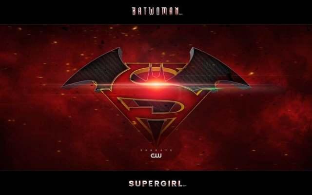 閃電俠在綠箭宇宙今年大事件「無限地球危機」片場跟兩位超人和黑閃電進行合照!