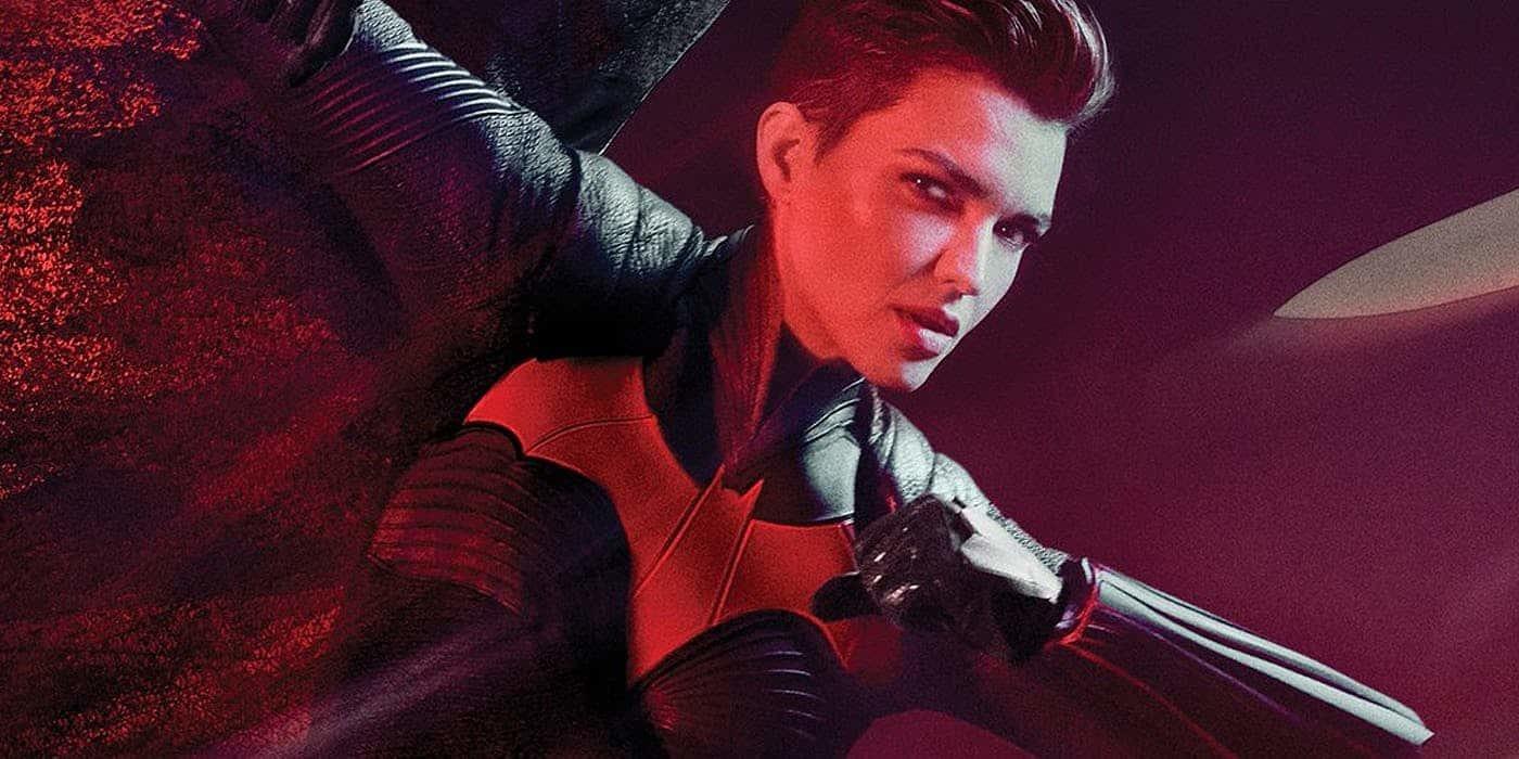 蝙蝠家多災多難!露比蘿絲正式宣布退演 CW 《蝙蝠女俠》