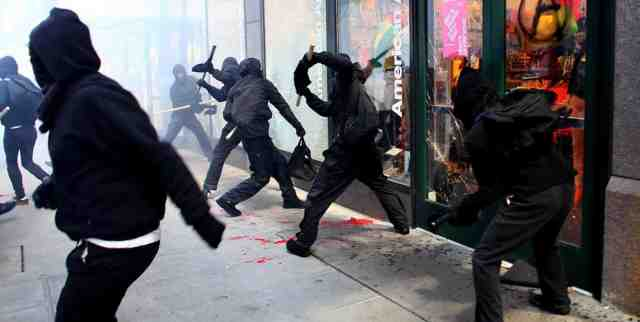 美國示威運動變了調?「綠箭俠」史蒂芬艾梅爾遭指控是種族主義者