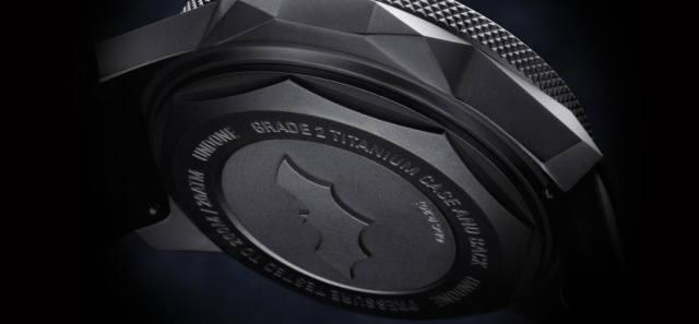 UNDONE✕DC蝙蝠俠聯名限量發光手錶!讓你把裝甲蝙蝠裝直接戴在手上!