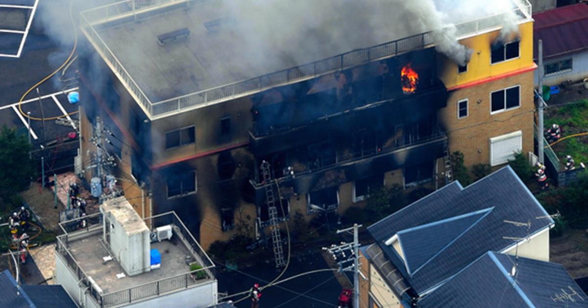 【更新傷亡人數】日本京都動畫工作室遭汽油縱火  建築嚴重燒毀、34 人死亡、35 人輕重傷