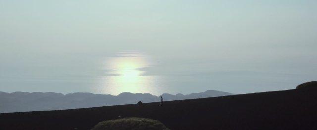 原來伊豆也有「送貨員」...!?推主上傳的伊豆大島風景彷彿就像置身於《死亡擱淺》的世界裡!?