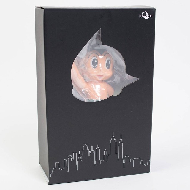 TOYQUBE × TEZUKA PRODUCTIONS【自由的原子小金剛】Astro Boy Statue Of Liberty 搪膠人偶