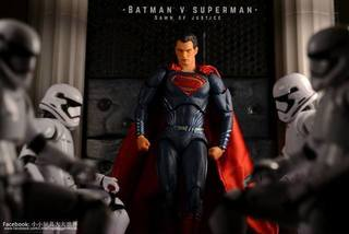 【小小玩具大大世界。投稿】[玩評]  Mafex 018 Superman (BvS Part 1)